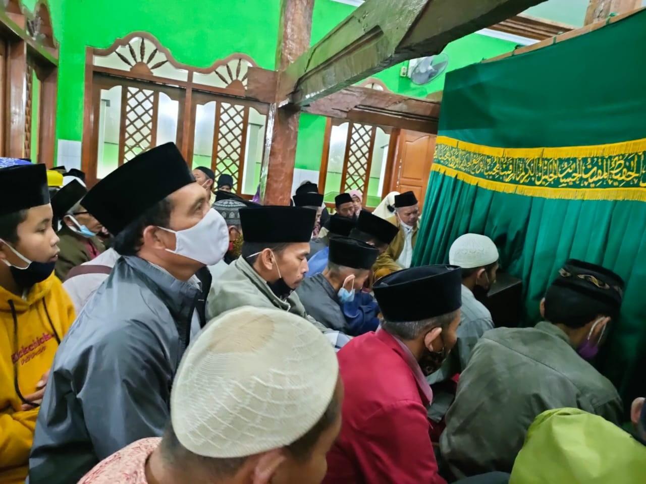 Wisata Religi Warga Ngelimut Gonoharjo ke Makam Waliyullah Hasan Munadi